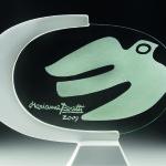 Pomba - Vidro com desenho lavado e ferro laqueado. Foto Breno Laprovitera