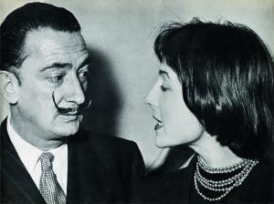 Salvador Dali e Marianne Peretti na abertura da primeira exposição da artista - Foto - Acervo da artista
