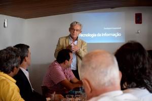 Eduardo Soares Paiva, coordenador da Softex Recife, abrindo a apresentação